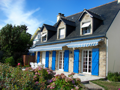 volet battant bleu terrasse